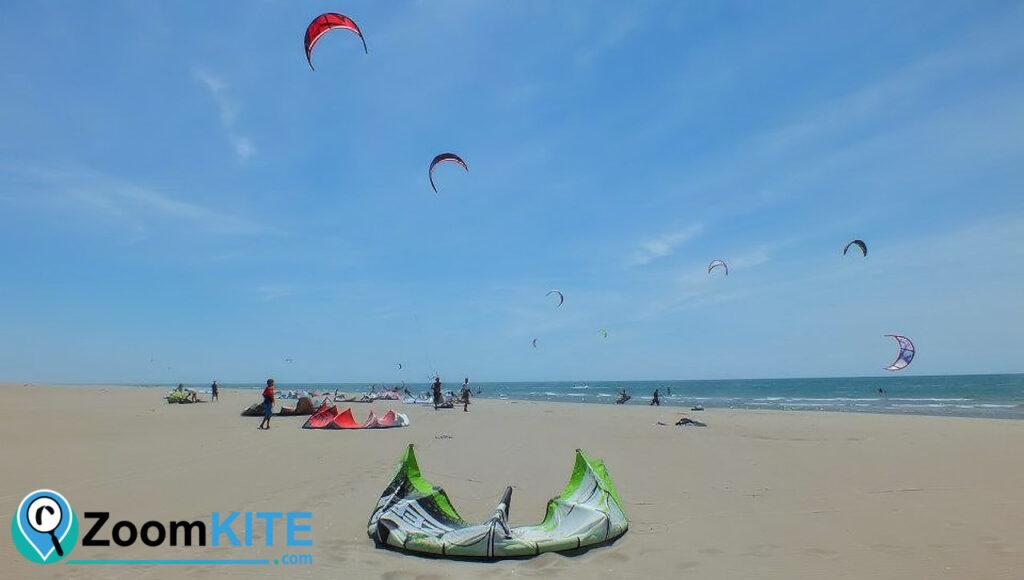 zone de kitesurf plage de l'espiguette a port camargue zoomkite